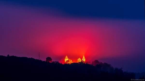 Rot beleuchtete Burg Frankenstein bei NIGHT OF LIGHT 2021