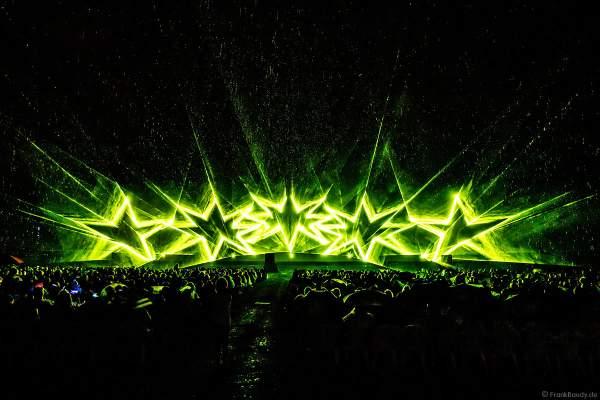 Open Air Festival Vents d'Est 2021 mit Wassershow und Laser bei Regen