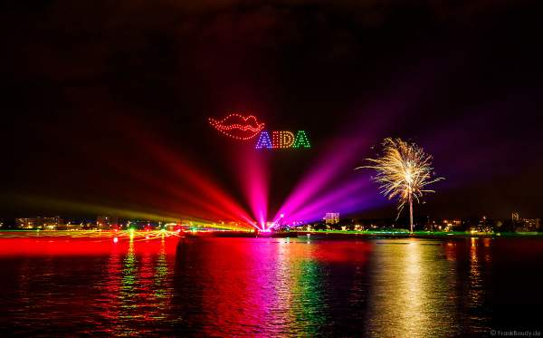 STERNENZAUBER ÜBER KIEL mit Drohnenshow, Feuerwerk und einer Laser- und Lichtshow als Abschlussinszenierung der Kieler Woche 2021 von AIDA Cruises